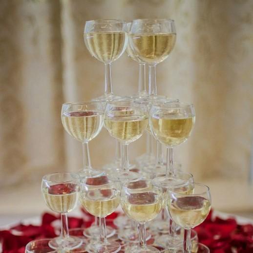 Горка шампанского на 20 персон