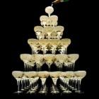 Горка шампанского на 91 персон