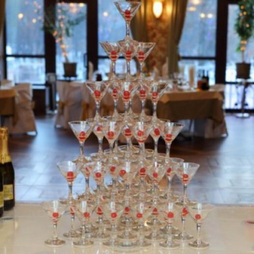 Горка шампанского на 56 персон