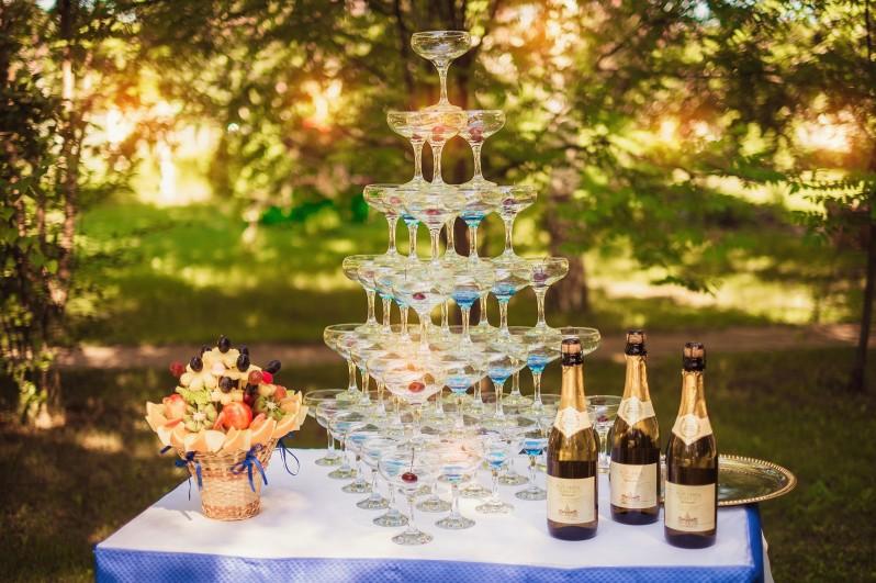 Картинки по запросу Горка из шампанского