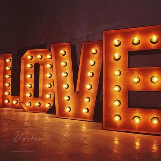 Аренда ретро-букв LOVE с лампочками